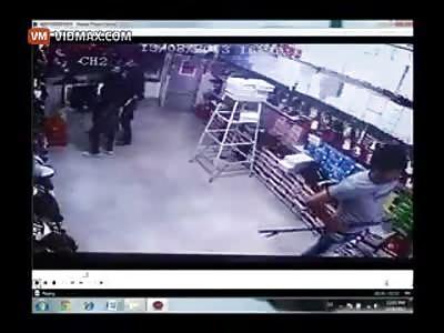 Man's jugular gets slashed by machete wielding thug.